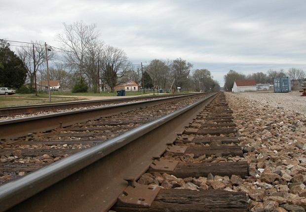 Photo of Carabineros frustra robo en Copec en Lanco: Delincuentes huyeron corriendo a vía del tren